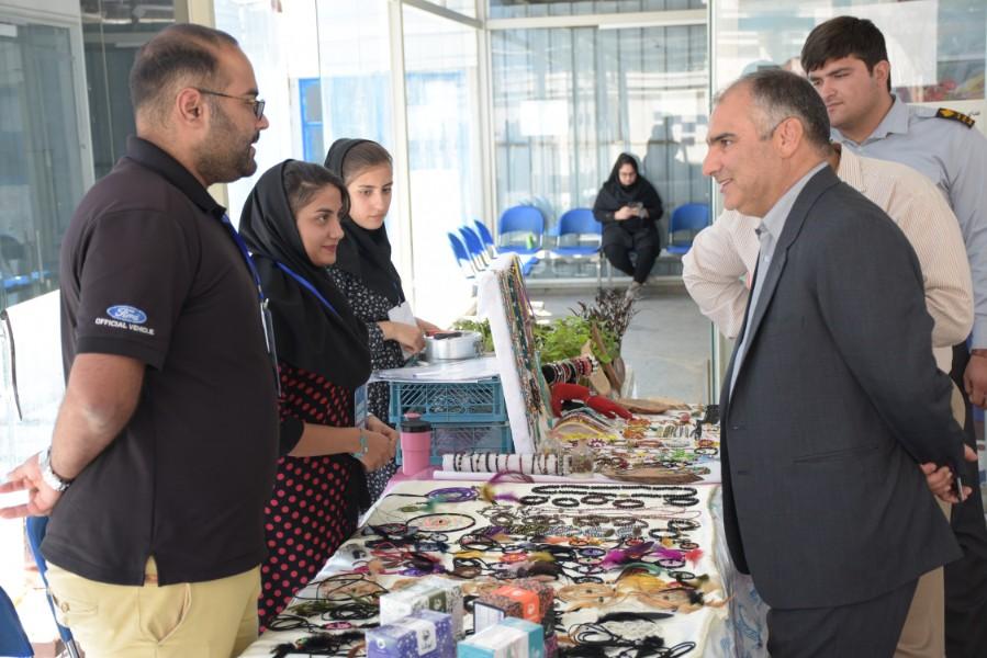 نمایشگاه محصولات و دستاوردهای دانشجویی زند